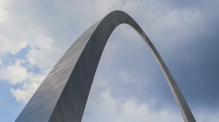 porta de entrada : Timelapse St. Louis Arch with dramatic clouds in the background