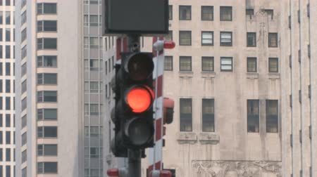 útjelzés : Traffic Lights in Chicago with skyscrapers in the background