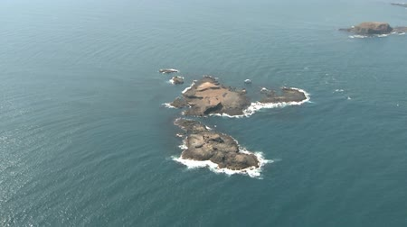 остров : Aerial of an small Island at the coast of south Australia Стоковые видеозаписи
