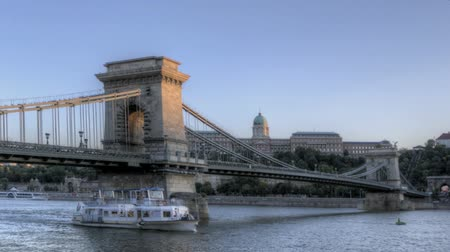 exploration : Timelapse of the Budapest Chain Bridge and Danube River from twilight to night