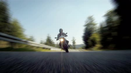motocykl : Motorcycle racing on the highway  Wideo