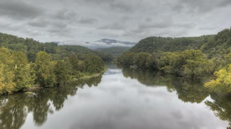 montagna fiume : Time lapse James River a Blue Ridge Parkway in Virginia Filmati Stock