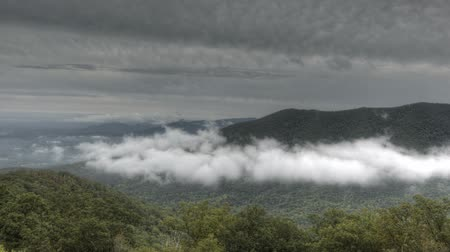 alpen : Tijd lapse Blue Ridge Parkway Valley in wolken
