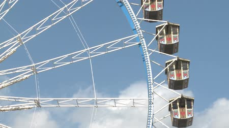 münchen : Close-Up of the Big Ferry Wheel at the Oktoberfest in Munich Stock mozgókép