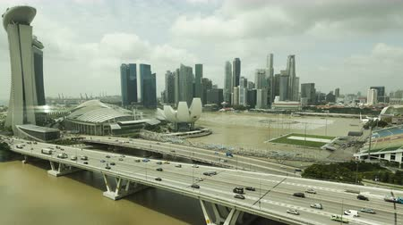 baía : SINGAPORE, SINGAPORE - DEC 27, 2011: 4K Timelapse Singapore Skyline Aerial View of Marina Bay moving down