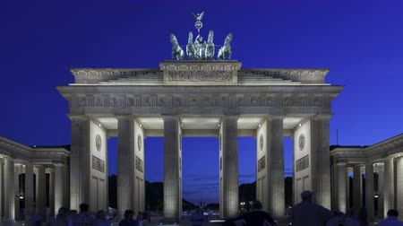night scene : 4K Time lapse of Brandenburg Gate at sunset with twilight and the Quadriga on top of the gate in Berlin Stock Footage