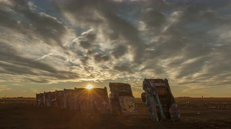 teksas : AMARILLO, TEXAS, USA - JAN 28. 2015: 4K Time lapse of sunrise at Cadillac Ranch, a public art installation and sculpture in Texas, U.S. close to historic Route 66