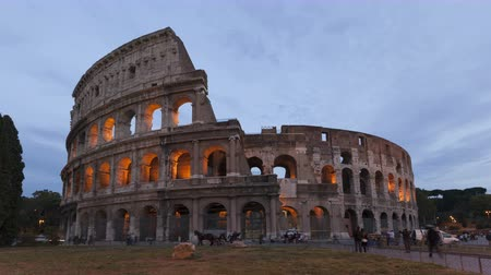 colloseum : 4K Time lapse of tourists visiting the colosseum Amphitheater in Rome, Italy during twilight and sunset. Stock Footage