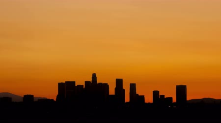 şafak : 4K Time lapse sunrise over downtown Los Angeles skyline silhouette with red and orange colored sky