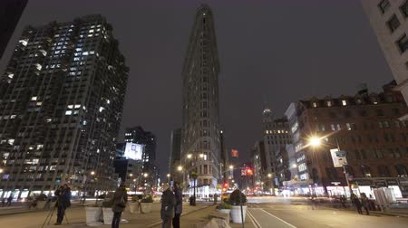 nowe mieszkanie : NEW YORK CITY, USA - MAR 13, 2014: 4K Time lapse of traffic at night at the crossing next to Flatiron Building in New York at 5th Avenue with Taxis rushing by. Wideo