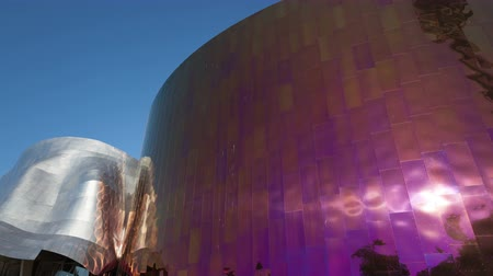 futuristický : SEATTLE, WA, USA - SEP 27, 2015: 4K Timelapse zoom out of sun reflection on the Experience Music Project EMP Building. EMP which designed by Frank Gehry and displays many rare artifacts from music history.
