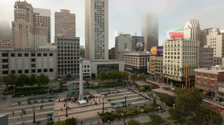 egyesült : SAN FRANCISCO, CA, United States - Dec 04, 2014: 4K Timelapse zoom out aerial view on Union Square in downtown San Francisco Stock mozgókép
