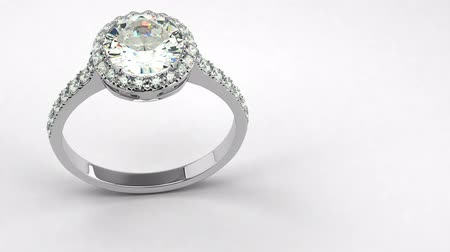 geisoleerd : Precious Diamond Ring (naadloos) Stockvideo