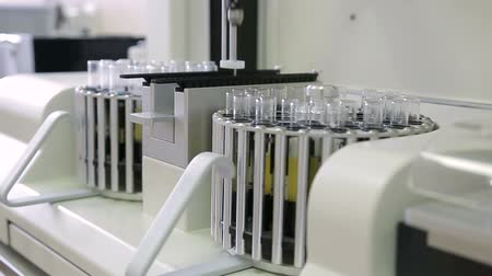 mocz : Laboratory machine for analysis of urinalysis. Test tubes close-up.
