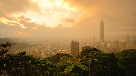 enevoado : Taipei, Taiwan in the Mist