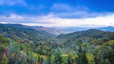 alpen : Smoky Mountains time lapse bij Pas ontdekt Gap in Tennessee, USA.