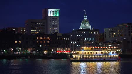 savanne : Savannah, Georgia, USA Riverfront Skyline bei Nacht. Videos