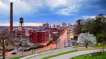 основной : Richmond Virginia USA downtown time lapse over Main Street. Стоковые видеозаписи