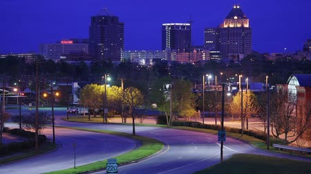 filmes : Greensboro, North Carolina, USA downtown skyline and highway. Stock Footage
