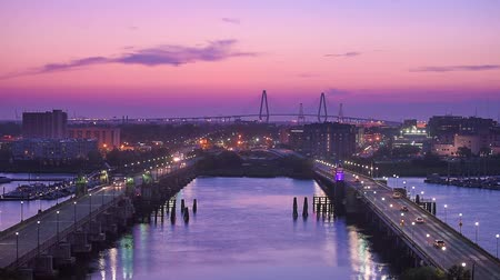 stadsgezicht : Charleston, South Carolina, USA skyline over de rivier Ashley.