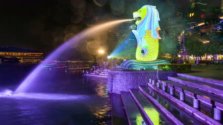 state park : SINGAPORE - SEPTEMBER 6, 2015: The Merlion fountain at Marina Bay. The merlion is a marketing icon used as a mascot and national personification of Singapore.
