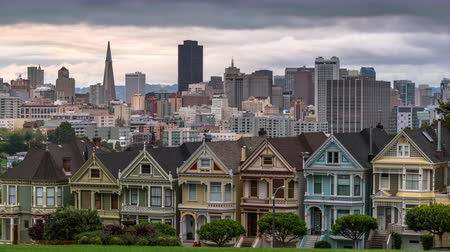 Калифорния : San Francisco, California cityscape at Alamo Square.