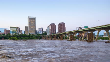 mroczne : Richmond, Virginia, USA downtown skyline time lapse on the James River.