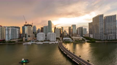приморский : Miami, Florida, USA skyline time lapse over the bay. Стоковые видеозаписи
