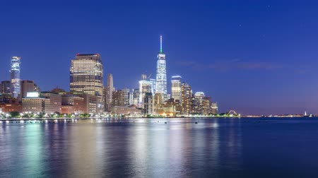 New York City financial district skyline time lapse from the Hudson River. Wideo