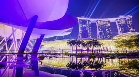 SINGAPORE - SEPTEMBER 3, 2015: The light show at Marina Bay Sands. The nightly show is considered the largest of its kind in Asia. Wideo