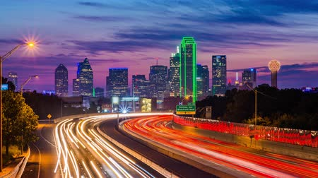 Dallas, Texas, USA downtown skyline and highway. Wideo