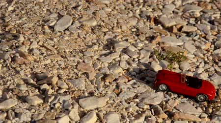 Toy car travels on pebbles Dostupné videozáznamy