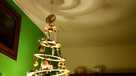 разница : Homemade and modern Christmas tree