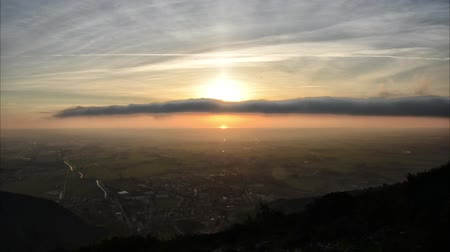 toszkána : Cloud passing in front of the sun in time lapse