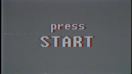 капелька : retro videogame text on old tv screen ... New quality universal vintage motion dynamic animated background colorful joyful cool video footage Стоковые видеозаписи