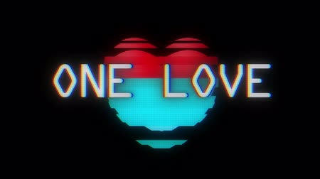 смещение : heart vertical glitch interference on digital old led lcd computer tv screen animation one love seamless loop - new dynamic holiday retro joyful colorful vintage video footage Стоковые видеозаписи