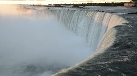 овраг : First ray of morning sunlight touches the falling water of Niagara Falls