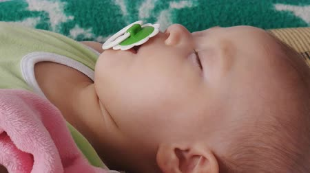 emzik : sleeping baby with pacifier Stok Video