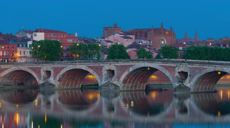 neuf : Toulouse in a summer night