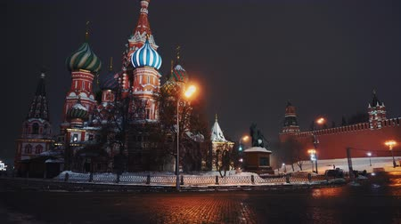 キューポラ : Amazing Saint Basils Cathedral in Red Square, Moscow, night, no people