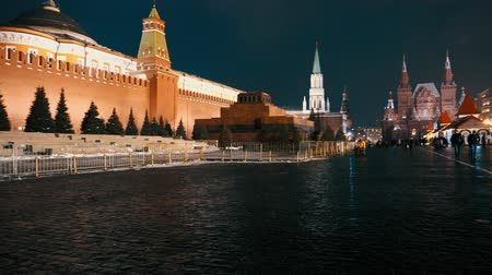 霊廟 : Lenin Mausoleum and Kremlin Wall on Red Square. Traditional fair, panorama