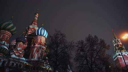 urss : Saint Basils Cathedral, Kremlin clock, Kremlin wall, panorama, night, no people