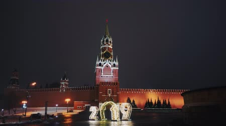 wandklok : Saint Basils Cathedral, Kremlin clock, Kremlin wall, panorama, night, no people