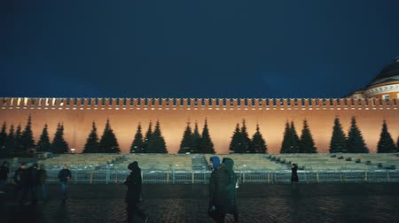 matroesjka : Rode plein panorama Kremlin Clock Wall, Saint Basils Cathedral, xmas speelgoed, fair