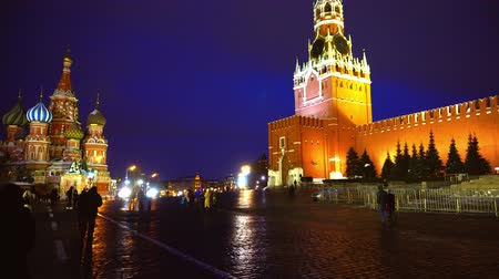 kreml : Red Square Kremlin Clock Kremlin wall, Saint Basils Cathedral, traditional fair
