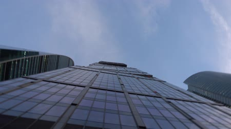 Modern blue skyscrapers of unusual shape, made of glass. from below in rotation Vidéos Libres De Droits