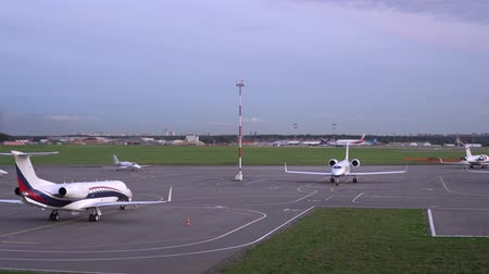 zaparkoval : At the airport parking lot, aircraft are parked. Plane is ready for takeoff. 4K