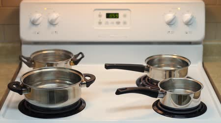 kaynatmak : Four pots full of boiling water on the electric stove.