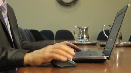 mysz : Businessman moving a computer mouse and typing on the keyboard of a Notebook  Wideo