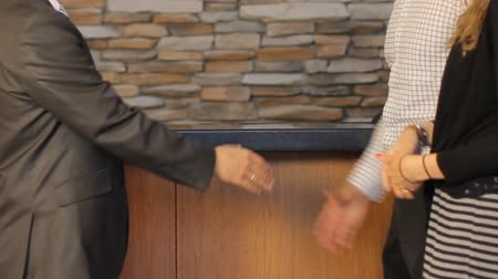 gravata :  Meeting and handshake of businessman and customers in the office